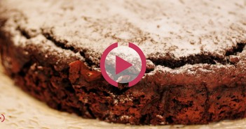 torta al cioccolato con barbabietola rossa