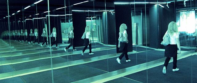 mirror-510976_640